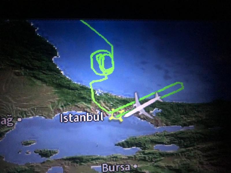 eine Stunde Irrflug ohne jede Begr�ndung und wir waren nicht die einzigen, es ging �ber Tage so weiter in Istanbul